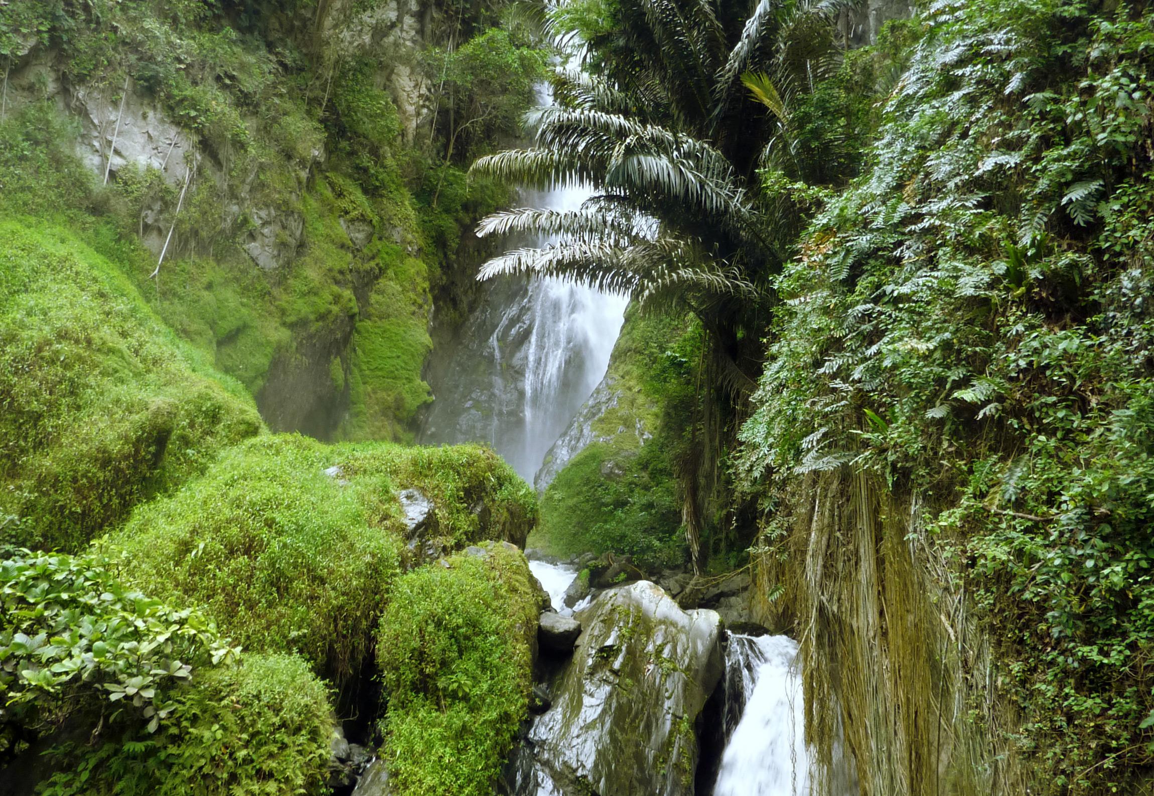 Sulewana-Wasserfall auf Sulawesi
